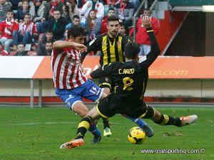 Zaragoza - Sporting de Gijón: trampolín para los visitantes en una Romareda de luto