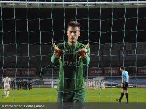 Académica deja en suspenso las opciones de liderato de Sporting