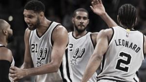 Leonard y Aldridge brillan ante unos Raptors sin estrellas