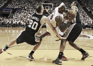 Los Spurs, por la puerta grande y a un paso del Anillo