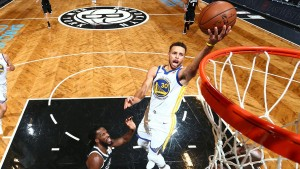NBA - Curry trascina Golden State, Warriors corsari a Brooklyn