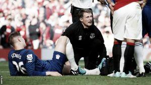 Everton, brutto infortunio per Stones
