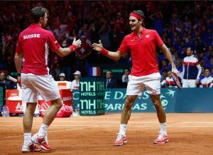 Federer y Wawrinka ganan el segundo punto para Suiza en dobles