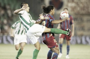 Noches para no dormir: Betis 0-3 Barcelona en la ida de la Supercopa de 2005