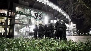 Alemania-Holanda, suspendido por medidas de seguridad