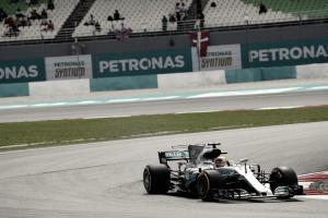 F1, Gp Malesia - Pole di Hamilton a Sepang! Raikkonen 2°, Vettel turbo KO e ultimo posto
