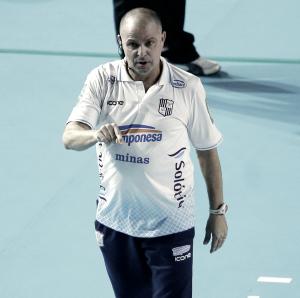 Paulo Coco diz que é preciso manter a cabeça no lugar para semifinal da Superliga feminina