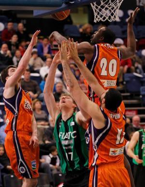 Valencia Basket  90 - FIATC Mutua Joventut 67: El Valencia Basket da un pequeño paso hacia los Play-Offs