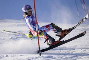 Il ginocchio di Tessa Worley fa crac, stagione finita per la francese