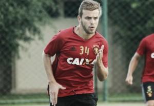 Goiás se aproxima de finalizar negociação com meia Thomás, hoje no Sport