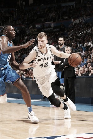 Thunder gana y hunde a los Spurs