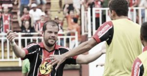 """Tiago Luís indica que JEC seguirá pedido de Hemerson Maria diante do Figueirense: """"Marcar primeiro e depois jogar"""""""