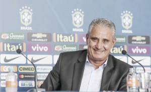 """Tite confirma Firmino como titular e rasga elogios a Neymar: """"É o líder técnico"""""""