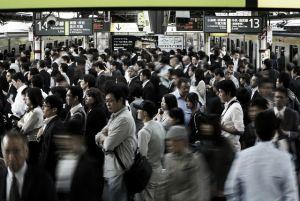 Los salarios suben en Japón por primera vez en cuatro meses