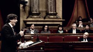"""Carles Puigdemont: """"Solicito al Parlament la suspensión de la independencia"""""""