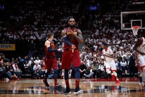 NBA Playoffs - Cleveland travolgente, James ara i Raptors nella ripresa