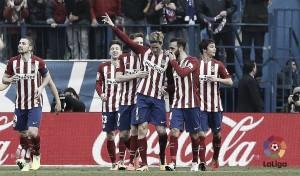 El Atlético remonta al Eibar con el gol 100 de Torres