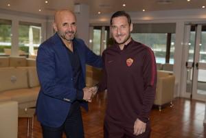 """Roma, verso il Genoa per il """"Totti Day"""""""