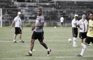 Buscando nova tática, Givanildo volta a testar mudanças para jogo com Paraná