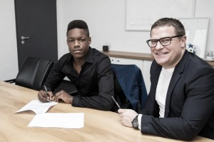 Ndenge signs professional contract with Gladbach