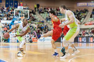 Unicaja sufre para llevarse la victoria de Murcia
