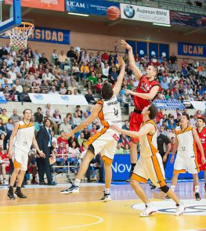 El UCAM Murcia acaba con su racha negativa tras vencer en casa al Mad-Croc Fuenlabrada