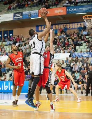 El Bilbao Basket sufre pero vence en Murcia