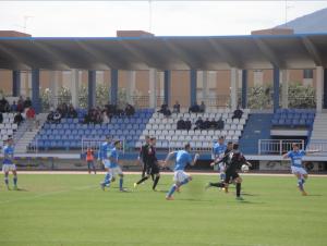 El Melilla deja con el agua al cuello al Almería B