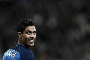 Varane sofre lesão na coxa e desfalca Seleção Francesa na Euro 2016