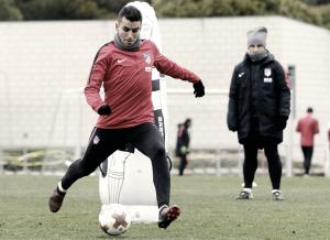 Juanfran y Correa, únicas novedades para recibir al Lokomotiv