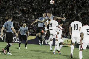 Puro fútbol entre Uruguay y Costa Rica