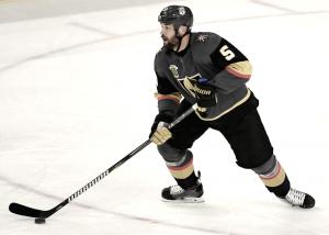 Vegas Golden Knights renuevan contratos de Engelland y Merrill