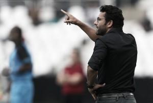 Mesmo com derrota, Valentim parabeniza elenco do Botafogo e evita comentar sobre arbitragem