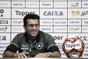 """Apresentado no Botafogo, Valentim agradece Cuca e cita lado estudioso: """"Me preparei muito"""""""