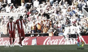 Negredo remata a un Sevilla cuesta abajo