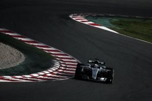 Ferrari mira de cerca a Mercedes en el tercer día de test