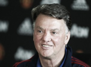 Manchester United's players and staff hit with wage threat