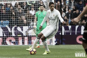 Com lesão na coxa, zagueiro Varane fica cinco semanas ausente do Real Madrid