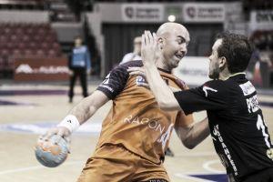 Demetrio Lozano lidera al Balonmano Aragón en su primera victoria