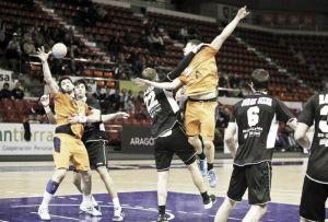 Balonmano Aragón se hace fuerte en casa