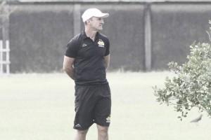 """Volante Barreto dá voto de confiança a técnico interino Grizzo: """"Vamos correr por ele"""""""
