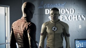 CRÍTICA: The Flash 03x10 - Borrowing Problems from the Future