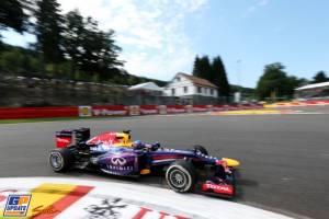 Vettel y Alonso, duelo en las Ardenas con la lluvia esperando su oportunidad