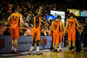 El Valencia se complica para lograr la novena victoria