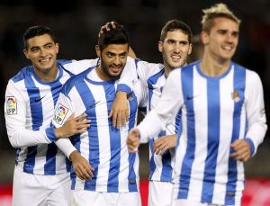 Vela's late strike seals La Real's Europa League place