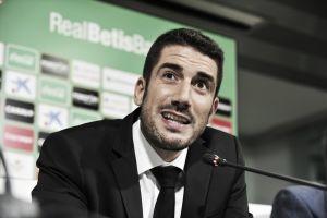 Julio Velázquez presentado como nuevo entrenador del Real Betis