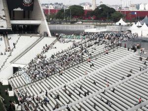 Corinthians divulga números de vandalismo na área reservada à torcida do Palmeiras após dérbi