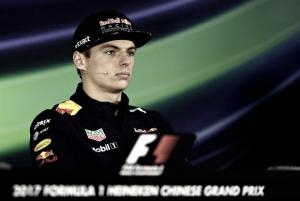 Verstappen lidera primeiro treino livre marcado pela chuva e várias interrupções