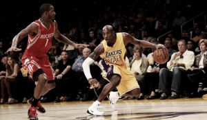 James Harden dirige il successo sui Lakers, Randle stagione finita