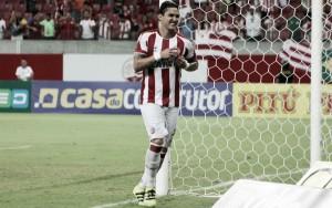 Vinícius dá show e Náutico conquista sobre Paysandu primeira vitória com Givanildo